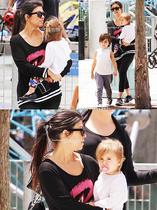 31 Mai 2014 - Kourtney et Scott ont diné avec Khloé Kardashian et son nouveau petit-ami, le rappeur French Montana au restaurant Philippe Chow..