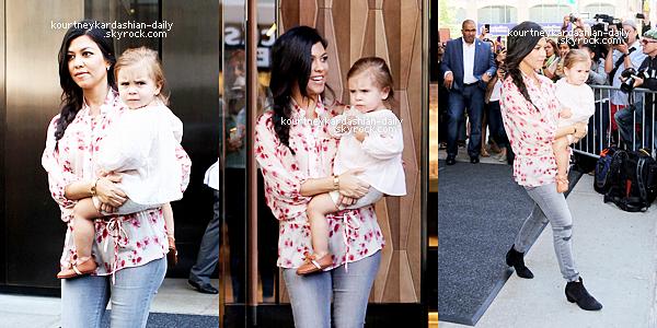 3 Juin 2014 - Kourtney sortant d'un restaurant dans les Hamptons..