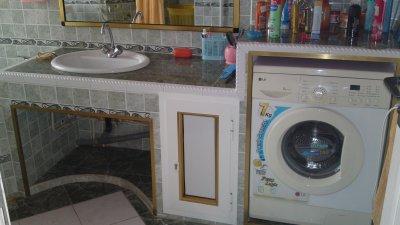 comptoir de la salle de bain avec machine laver encastr e blog de mouloud67dz. Black Bedroom Furniture Sets. Home Design Ideas