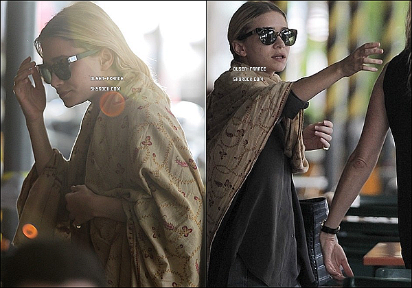 23 août : Ashley Olsen et une amie ont été déjeuné au restaurant  Bar Pitti puis quittant celui ci à New York.