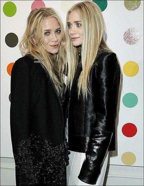12/12/2012 : Les filles à la soirée de lancement des sacs The Row, collaboration avec Damien Hirst, à Hollywood.