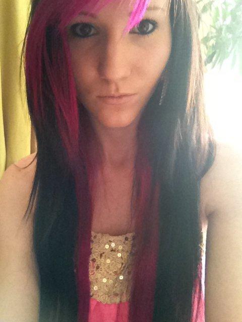 pleins de cheveux rose =)
