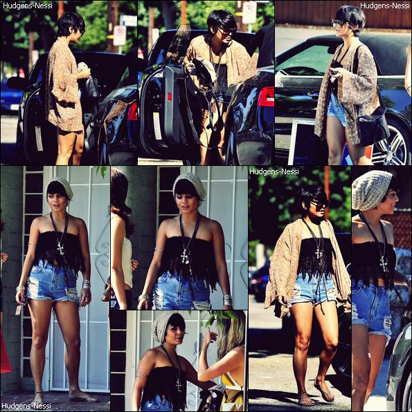 20 Août 2011 : C'est une Vanessa pétillante qui a été apperçue allant à un barbecue avec des amis de la miss.