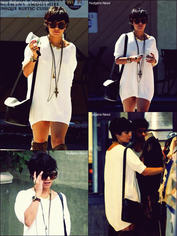 22 Août 2011 : Nessi a été vu se balandant dans LA, avec un homme dont on ne connait l'identité.