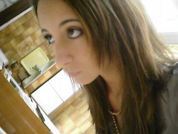 .   .    Elle est mon ange,, mon enfance,, trop d'absences.    *