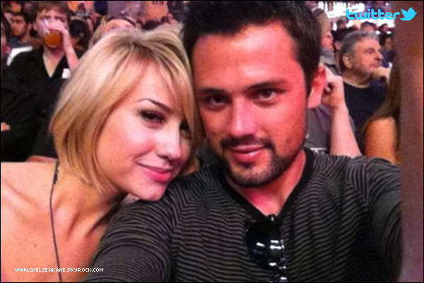 + 10.04.2011 | Chelsea et Stephen Colletti étaient au match des Lakers au Staples Center de Los Angeles : +