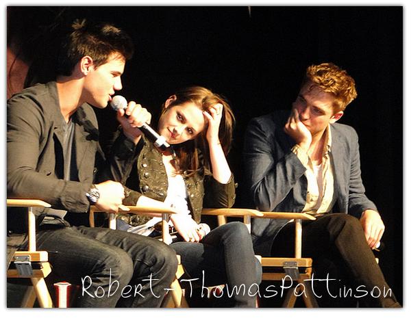 . 14 Juin 2010 - Robert étaient a une conférence pour Eclipse a Los Angeles..
