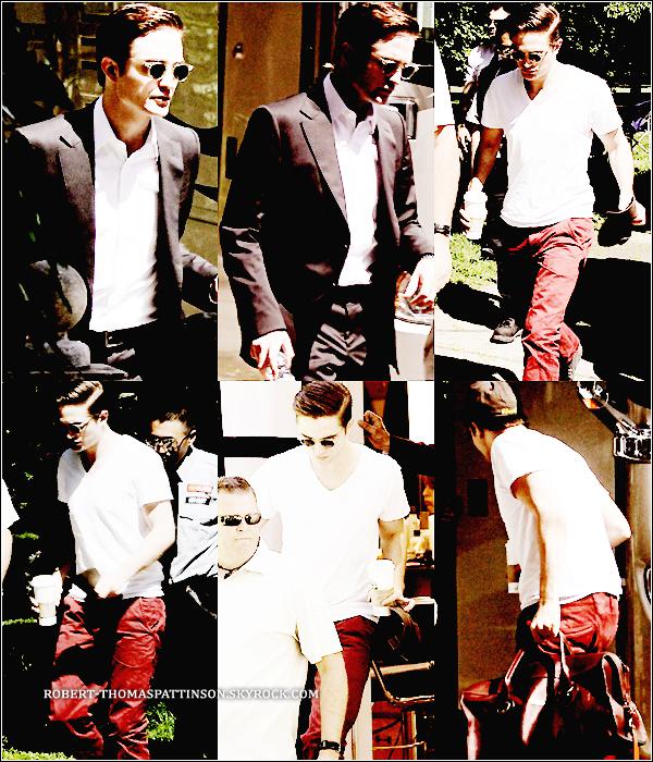 01/06/11:            Robert et son pantalon rouge sur le tournage de son nouveau film COSMOPOLIS .