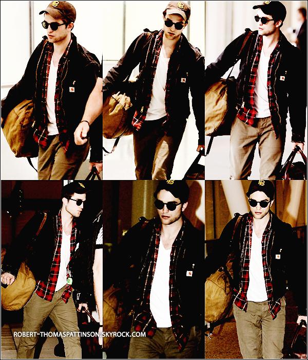 06/06/11:            Retour au boulot pour Robert ! Il a été vu à l'aéroport de Toronto.