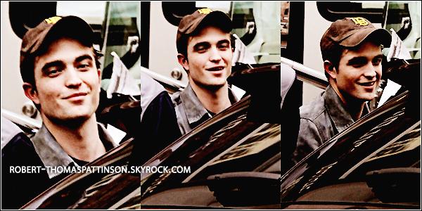 12/06/11:            Robert de nouveau en sexy man british sur le plateau de Cosmopolis à Toronto.