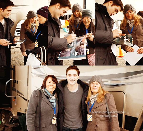 """Divers:            Petit retour en arrière avec des fans allemandes qui ont gagnés une visite sur le plateau du tournage de Breaking Dawn le 4 mars 2011 grâce au magazine """"Bravo"""", LA CHANCE !"""