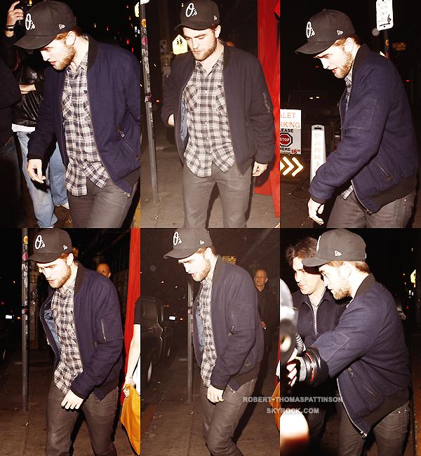 """03/12/11:            Robert en mode """"j'aime ma barbe"""" était de sorti dans Los Angeles."""