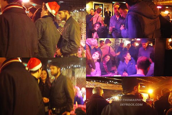 24/12/11:            Robert & sa barbe ont passés le réveillon de noël avec des amis dans un bar de Londres.