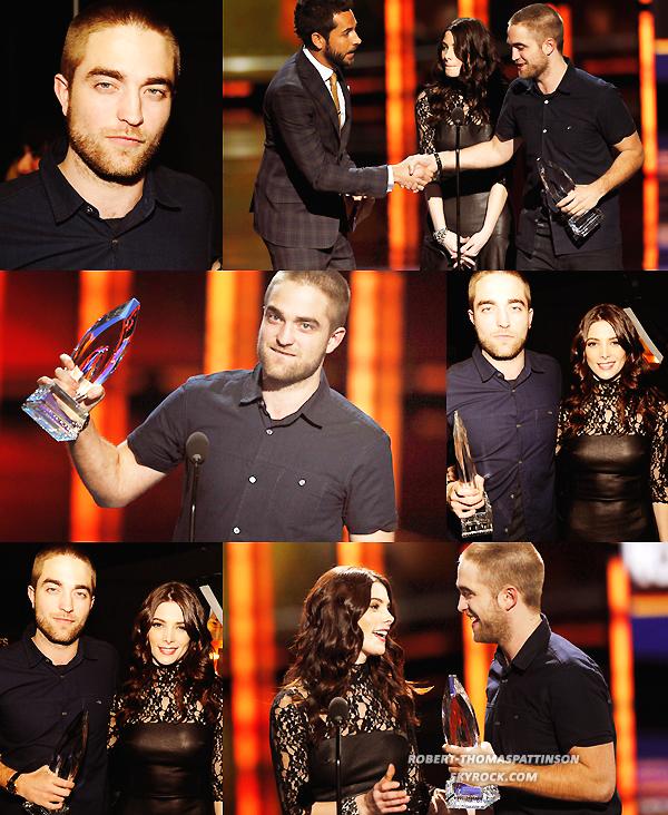 11/01/12:            Notre Robert était présent au People's choice awards 2012 au nokia theatre de LA.
