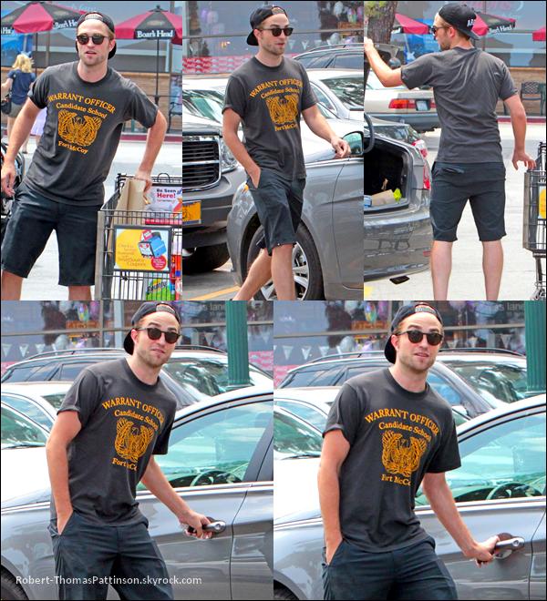 05/07/13:            Robert a été vu faisant ses petites courses dans une supérette à LA.