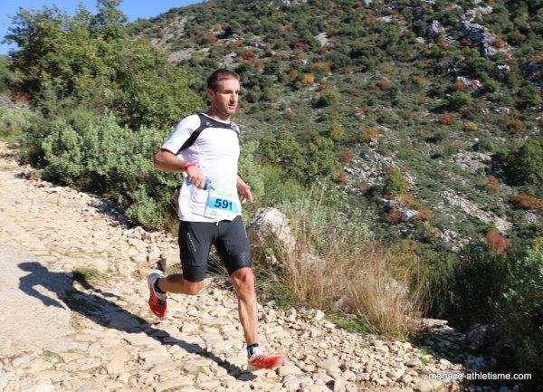 Trail des Baous 2015 – Olivier Darney survole le 30 km, Fred Gayol 3ème du 15 km Turquoise-Océane Eugène 3ème féminine du 30 km