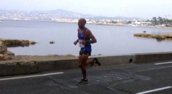 Courir pour une Fleur 2017 (Antibes) - Anthony Caverivière 2ème sur 21,1 km