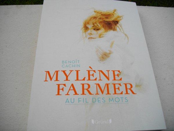 """Livre """"Mylène Farmer, au fil des mots"""" de Benoît Cachin"""
