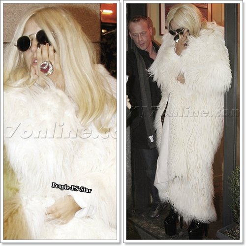 Lady Gaga[/c=#f0d0f8] allant dans une pizzeria