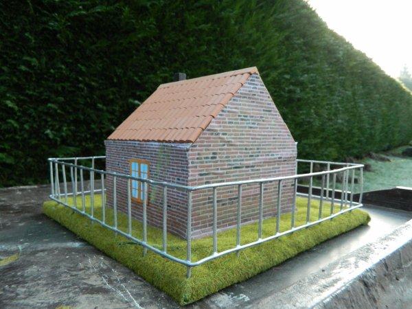 Une petite maison artisanale ...
