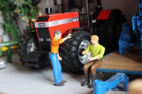 En ce début de week-end , les ouvriers discutent de leur soirée d'hier  ...