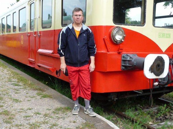 titcoeur devant une locomotive