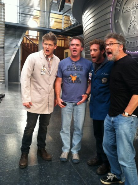 Photo Twitter du jour : hier le tournage de l'épisode 6 s'est finit ! Le cast est désormais en pause  !