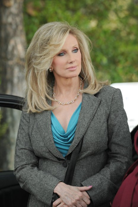 Les photos promo du 7x03 ! OMG Sweet avec une arme décidement je ne m'y ferais pas lol ! Ah oui la blonde que vous voyez c'est la guest star de l'épisode c'est Morgane Fairchild !