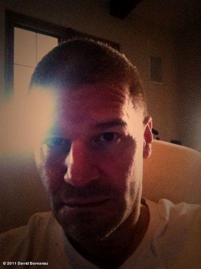Nouvelle photo Twitter de David ! Han c'est quoi cette tête David ! OMG ses cheveux