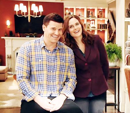 • • Voici la 1ère partie de l'interview d'Ausiello avec Emily & David :)   • •