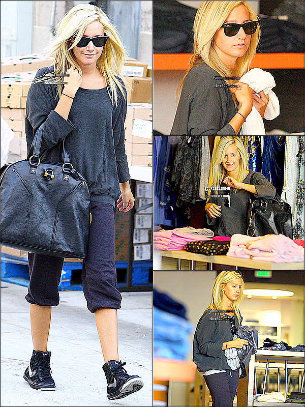 -23.11.09 : Ashley, tres souriante était aller faire du shopping à Planete Bleue dans Los Angeles. -