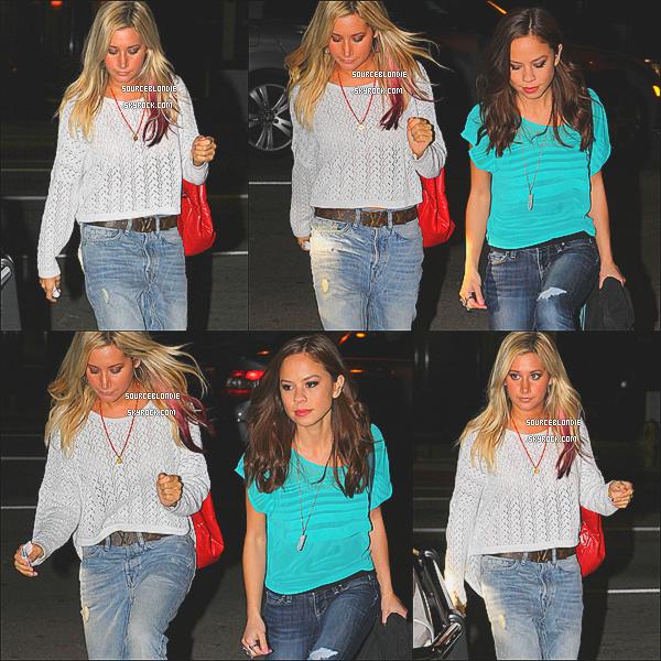 -01/03/12 :  Ashley etait aller prendre l'air a Firefly avec une amie Kim Hidalgo dans Studio City. -