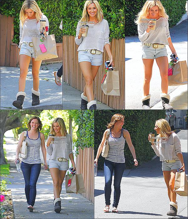 -17/04/12 :  Ashley se promenait avec une ami Patti Murin dans Studio City. Sa tenue est parfaite :) -