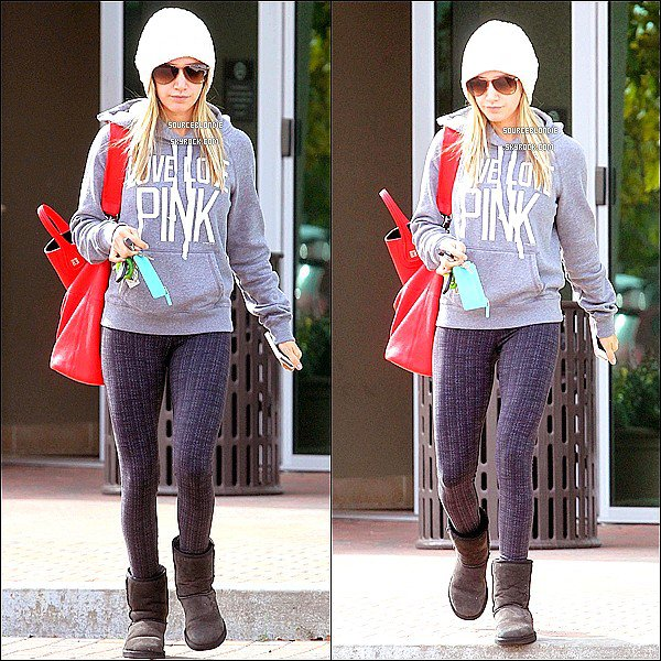 -14/11/12 :  Ashley allant chez son dentiste a Los Angeles. Tenue classique d'Ashley Tisdale.TOP ! -