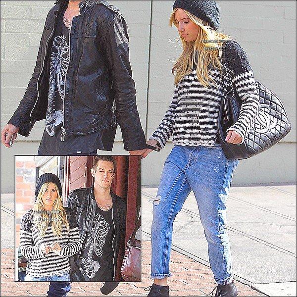 """-06/02/13 :  Ashley quittant """" Kings Road Cafe """" avec son petit-ami dans Studio City. Sa passe... -"""