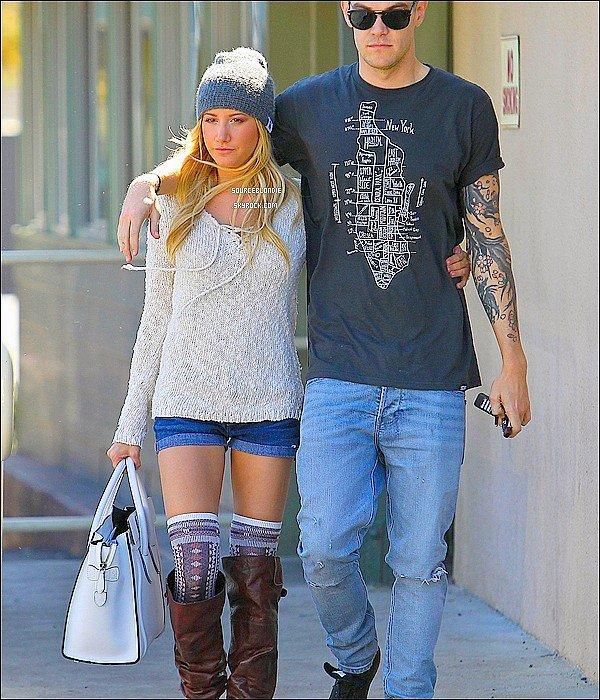 -27/02/13 :  Ashley Tisdale & son petit-ami allant dejeuner a Studio City. TOP ! Et vous ? -