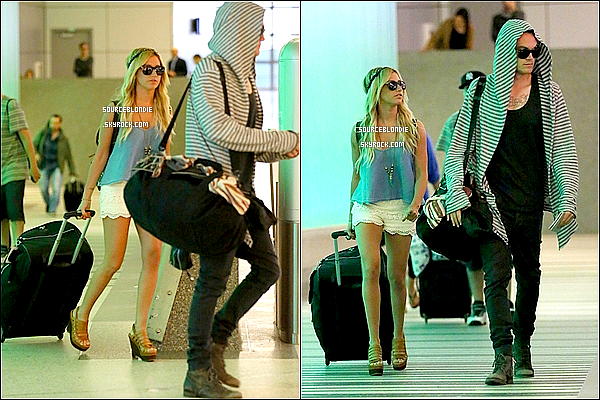 -05/03/13 :  Ashley & son petit-ami arrivant a l'aeroport de LAX a L.A, rentrant du Cabo.TOP ! -