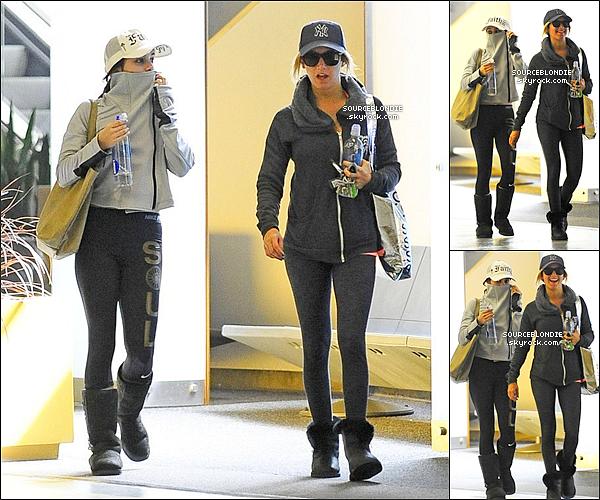 -19/03/13 →  Ashley a été repéré sortant de la maison de Vanessa Hudgens dans Toluca Lake. TOP ! -