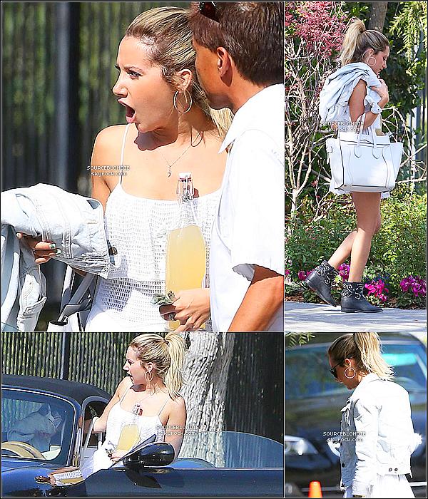 -24/03/13 →  Ashley a été remarqué arrivant devant le domicile de Selena Gomez a Los Angeles. -[/c
