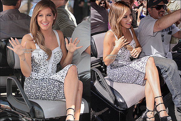 -02/04/13 →  Ashley était présente pour faire sa promo du film SM5 a EXTRA TV a The Grove in L.A. -