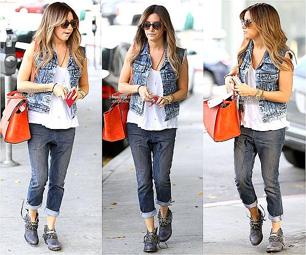-05/04/13 →  Ashley a été repéré allant au The Nine Zero One Salon dans West Hollywood.  -