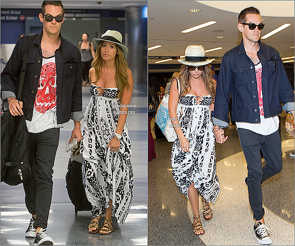 -23/04/13 →  Ashley son boyfriend vue arrivant ensemble a l'aeroport de LAX a Los Angeles. -