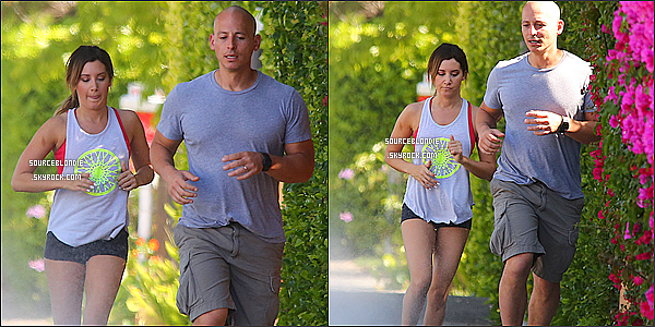 - 20/05/13 → Ashley faisant son jogging avec son entreneur Harley Pasternak a West Hollywood. -