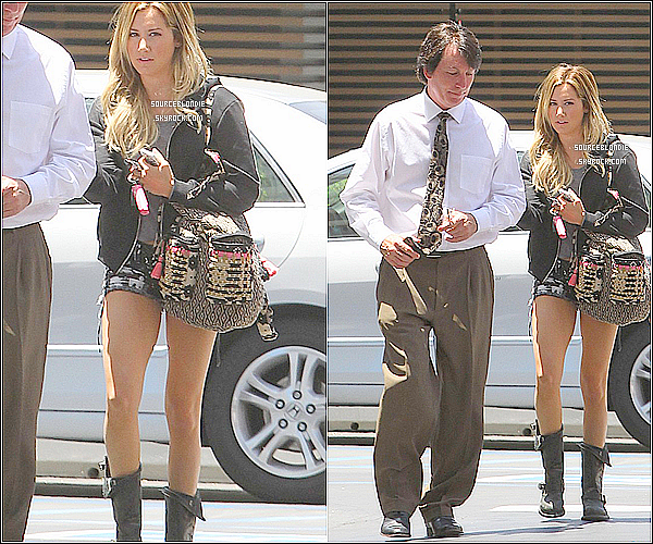 . 19.06.13 : Ashley Tisdale se dirigant vers un batiment CAA pour une reunion a Los Angeles.TOP  18.06.13 : Ashley Tisdale a ete vue sortant dans hopital a Los Angeles avec son manageur.Top .
