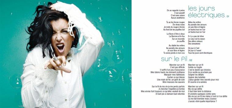 """En exclusivité, le siite officiel de Jenifer nous a partagé la première page du livret de l'album """"L'amour & moi"""" qui sortira le 17 septembre prochain avec les paroles de deux titres !!"""