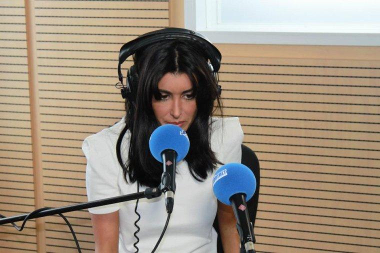Jenifer, était cet après-midi dans les studios de Radio Contact pour y dévoiler son nouveau single L'amour & moi qui porte le même titre que son nouvel album, dans les bacs le 17 septembre 2012 !
