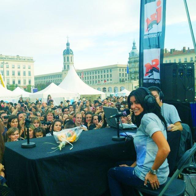 Jenifer à NRJ Lyon - Place Bellecour le 20/10/2012 ! J'y étais ! ;) :D