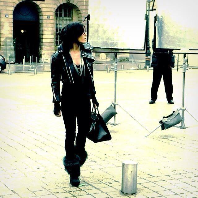 Froid glacial ce matin, Place Vendôme, pour le tournage de la bande annonce de la Saison 3... A très vite !!! xxx