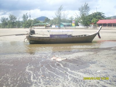 super bateau qui fait la au cul attention au secousse lolpetite navette pour aller a ralay plage qui se trouve de l'autre côté de l'ile.