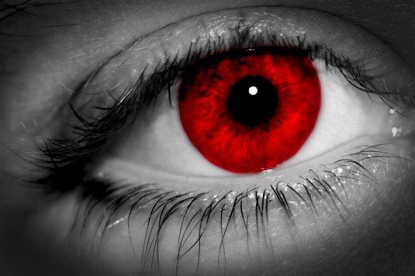 """""""Les yeux rouge"""""""